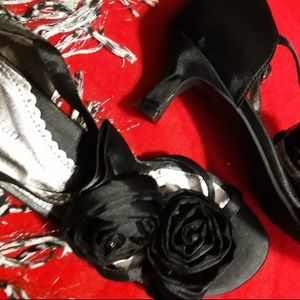 NEW in BOX Satiny Dress Shoes w/ Rosette Flowers